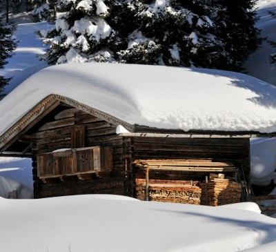 almhütte winter