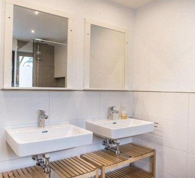 AV Bath 11