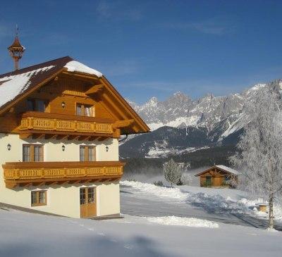 Haus mit Dachstein