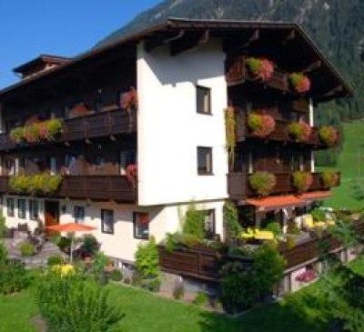 Alpevita Mayrhofen - Hausansicht Sommer