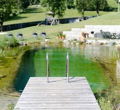 beheizter Schwimmteich im Sommer